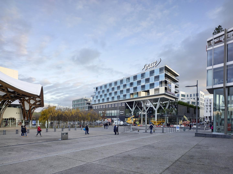 Centre Pompidou-Metz, Muse and Amphithéâtre District, Metz, France.  Architect  Jean-Paul Viguier et Associés. Photo  Fabrice Fouillet. c12163c4e67c