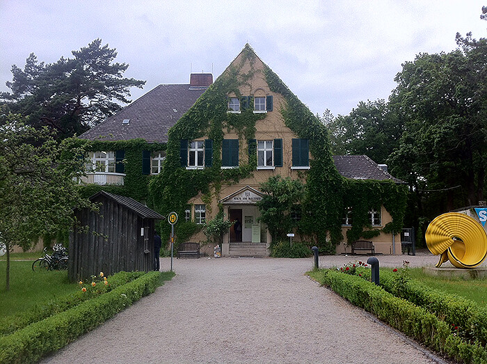 """Risultati immagini per berlino est la """"Haus am Waldsee"""""""